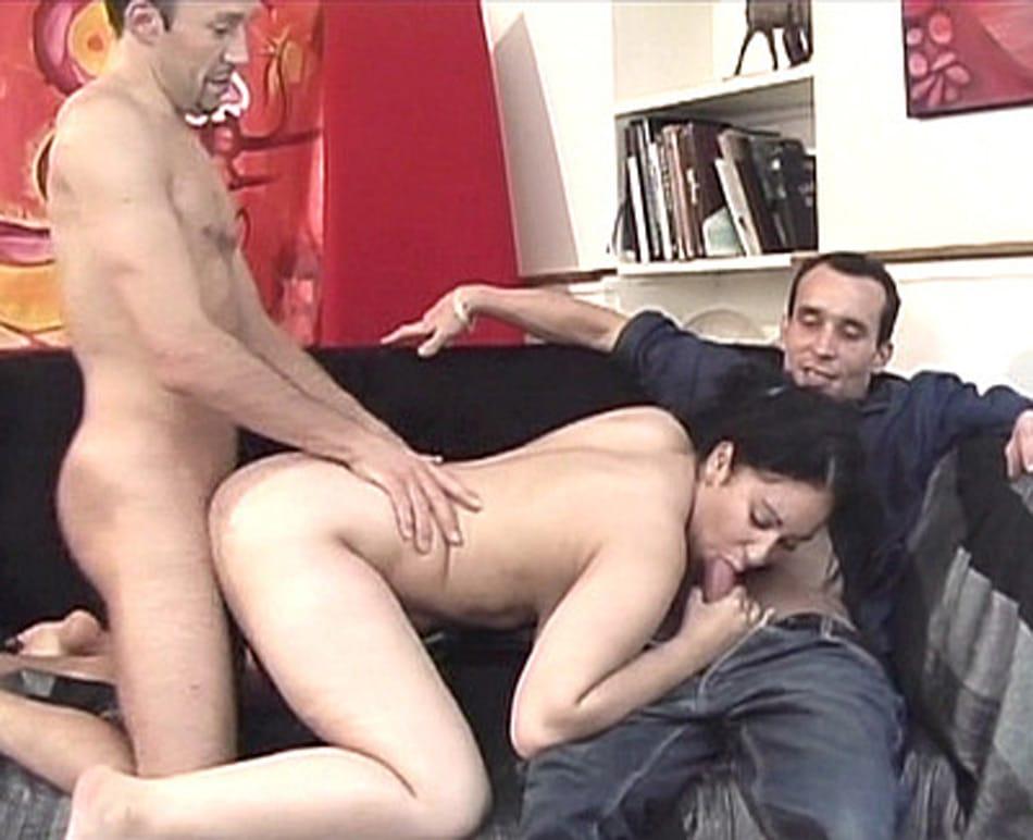 Samira, maghrébine grassouillette partouzée et sodomisée