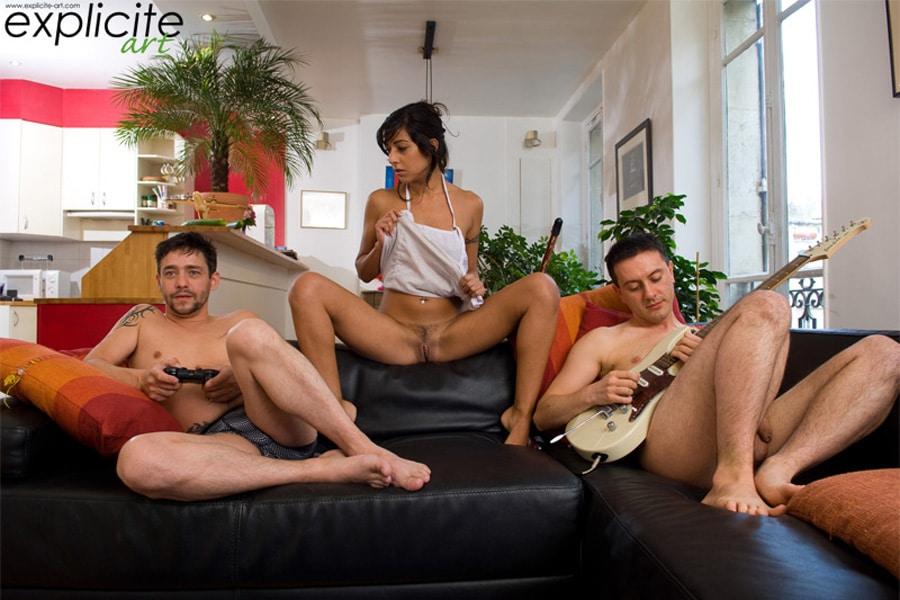 lou-charmelle-housewife-beurette-double-penetration-explicite-2