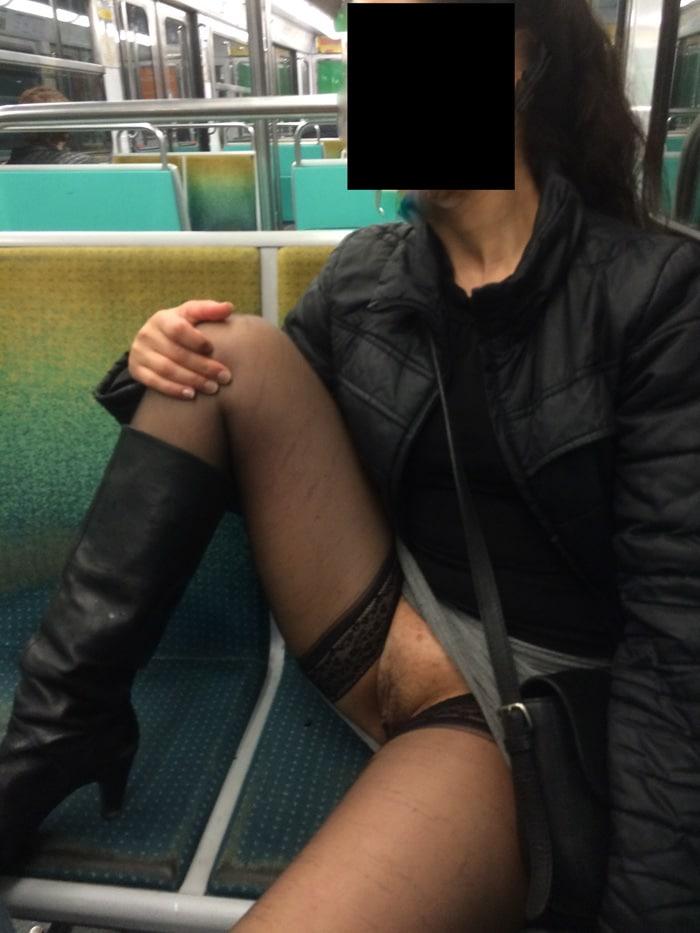 Fatia, beurette exhib dans le métro et un sex-shop