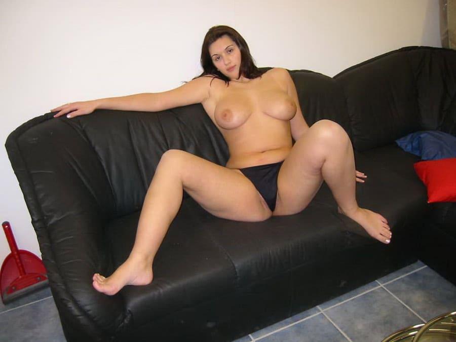 Nadia, Algérienne grassouillette aux gros seins du 78, nue