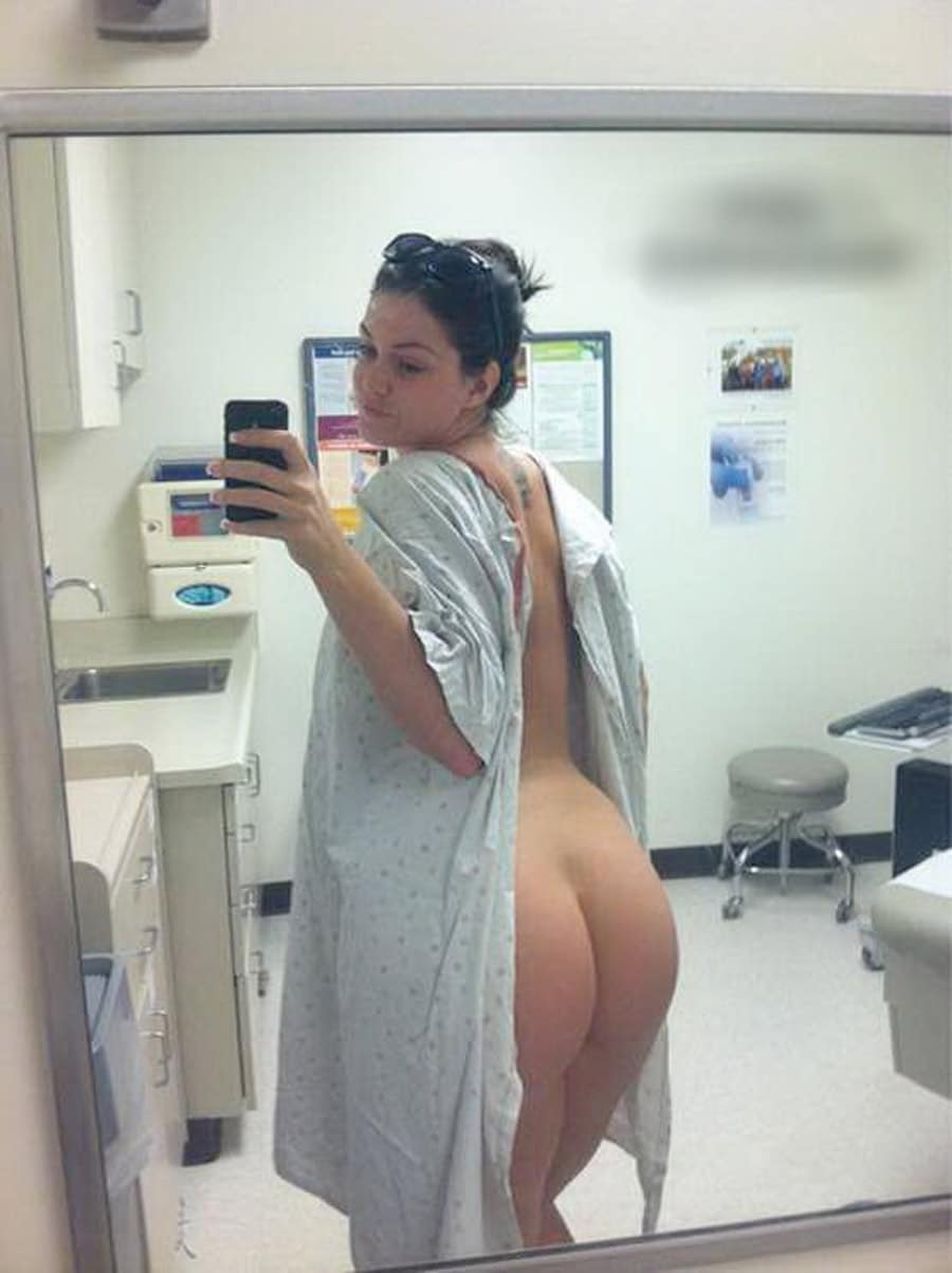 Patiente arabe prend un selfie de son gros cul à la clinique