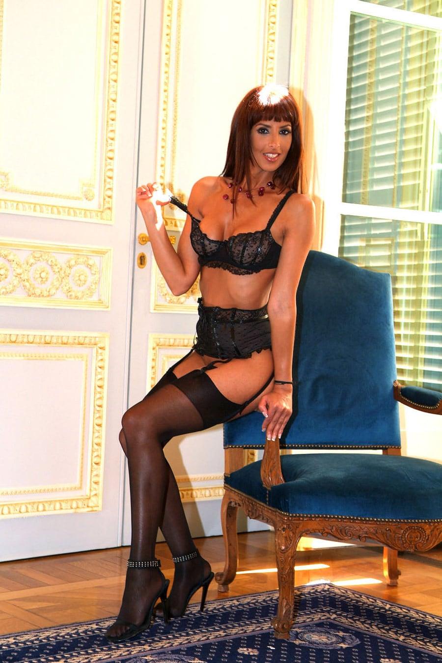yasmine-bourgeoise-marocaine-sexy-porte-jarretelles-6