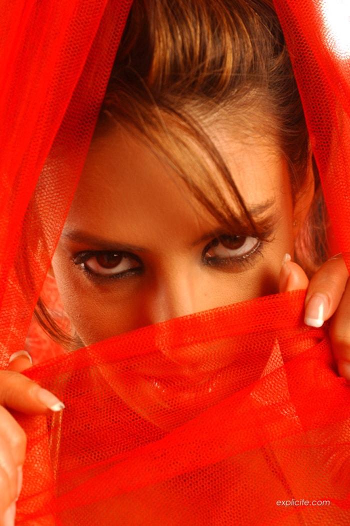 yasmine-pornstar-striptease-expliciteart-1