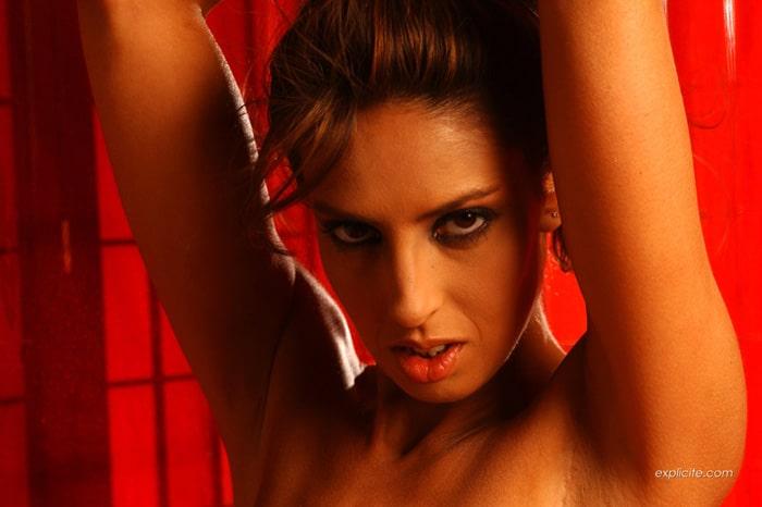 yasmine-pornstar-striptease-expliciteart-13