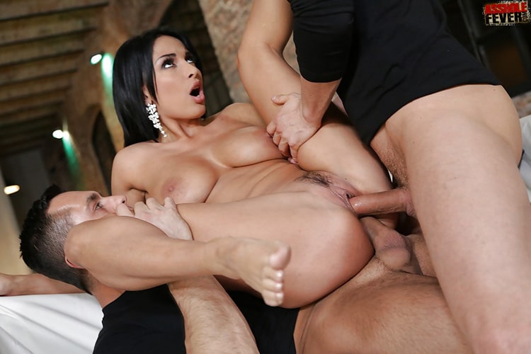 Anissa Kate double pénétration hard