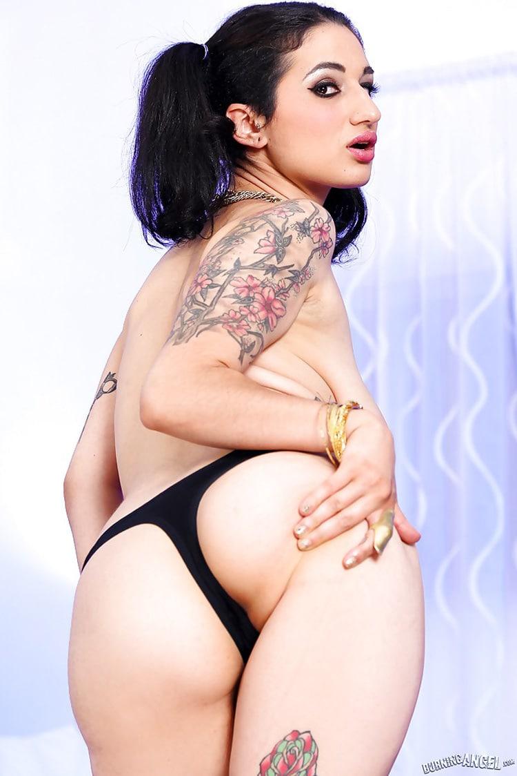 Arabelle Raphaël beurette gros seins tatouée 9