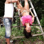 Nikita Bellucci beurette soumise bondage outdoor